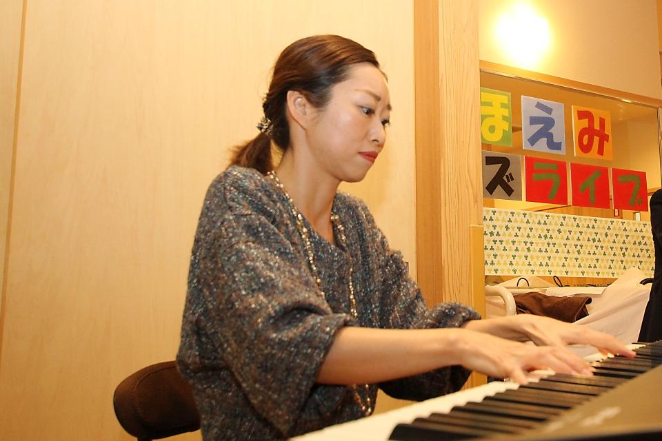 鈴木シナモン(ピアノ)