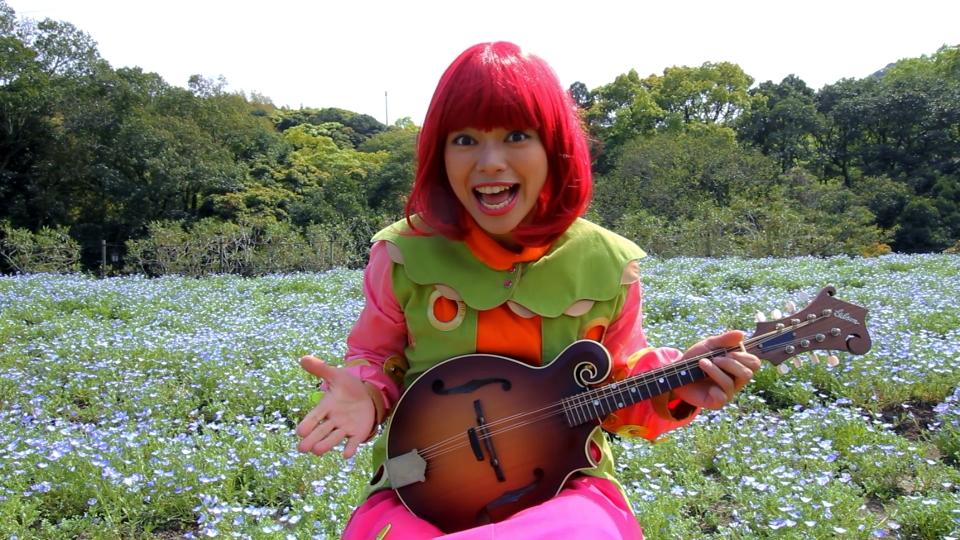 ネモフィラ畑でマンドリン(Gibson F-9)を演奏♪