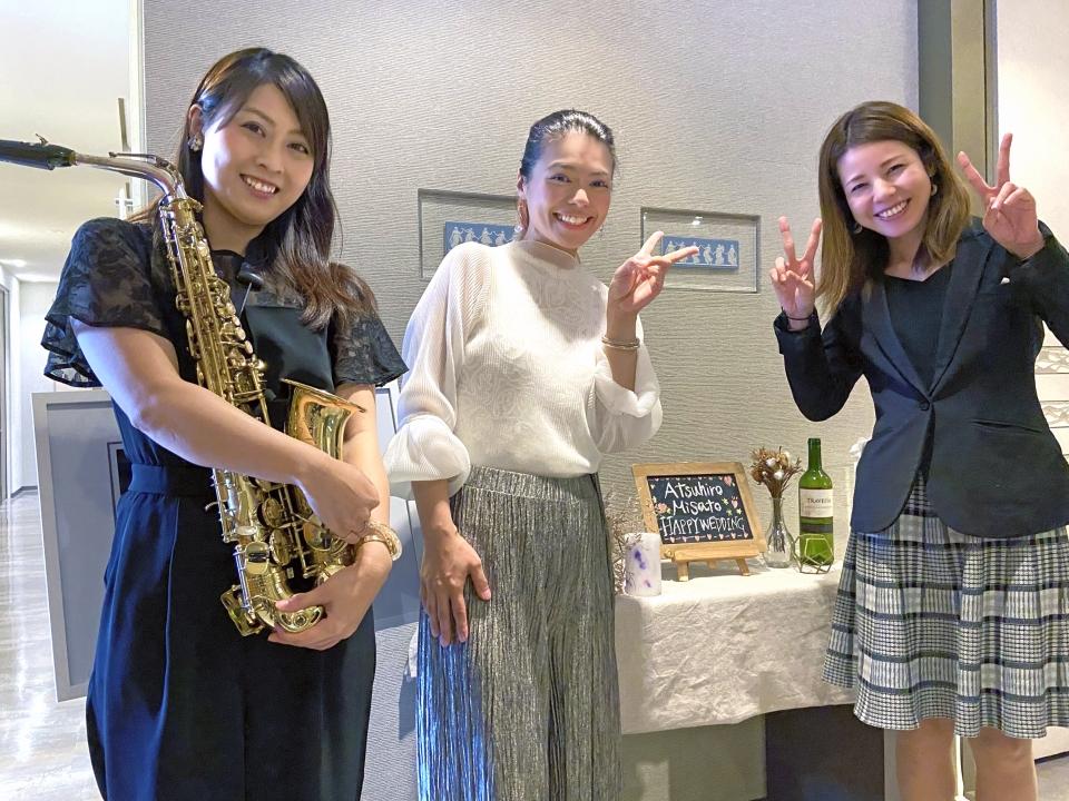 アルトサックスのタミーさん、EMILY、ピアノのアユミさん