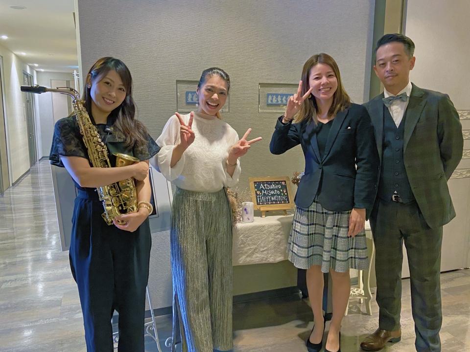 アルトサックスのタミーさん、EMILY、ピアノのアユミさん、PAのHaeoさん